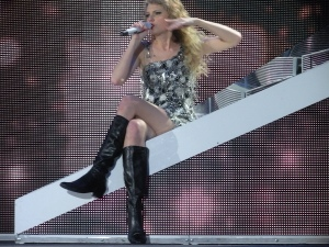 Taylor Swift performing on the Fearless tour. Image from Wikimedia Commons.